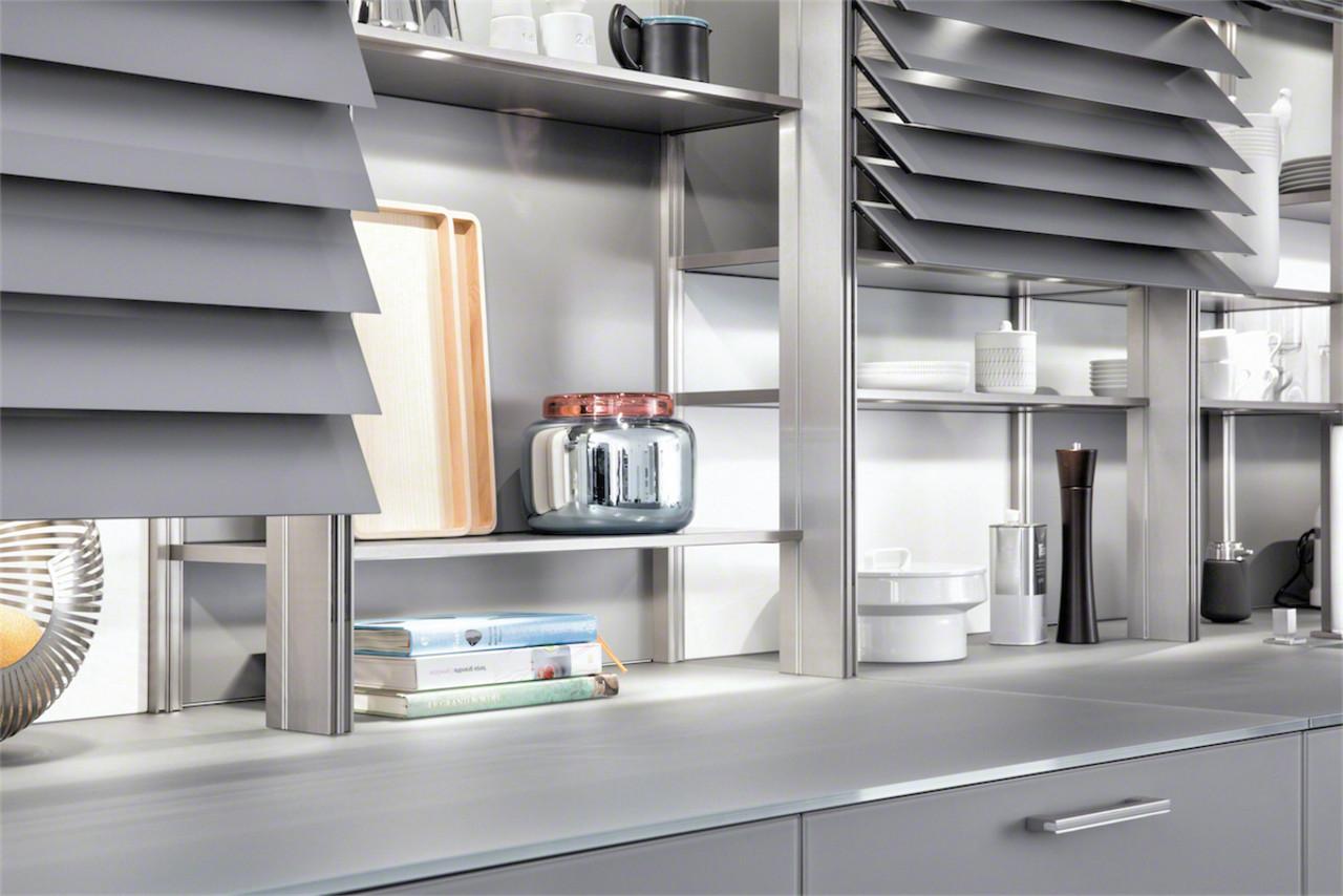 """Bild: Küchenschränke mit Jalousien von LEICHT, """"Classic FS""""."""