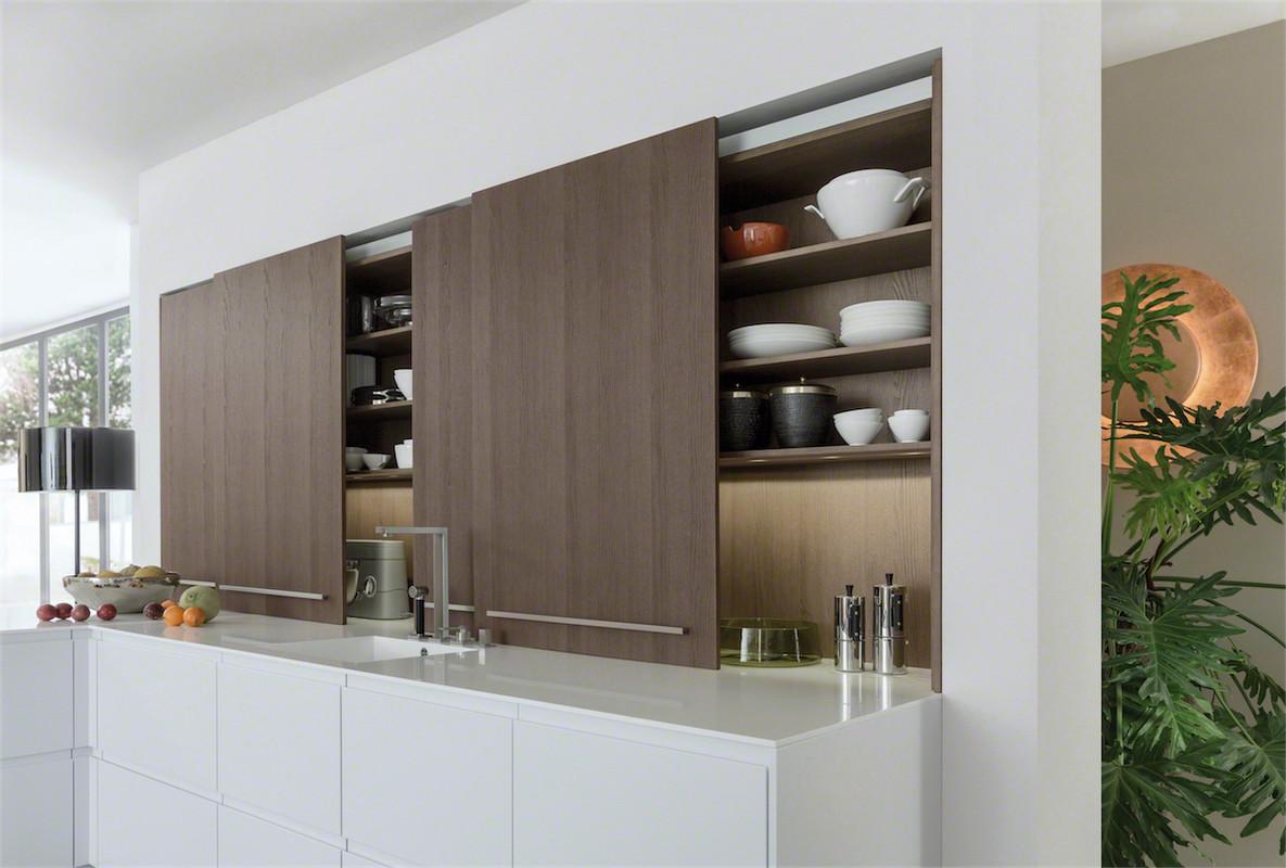 Öffnungssysteme für Küchenschränke und Schubladen: Scharniere