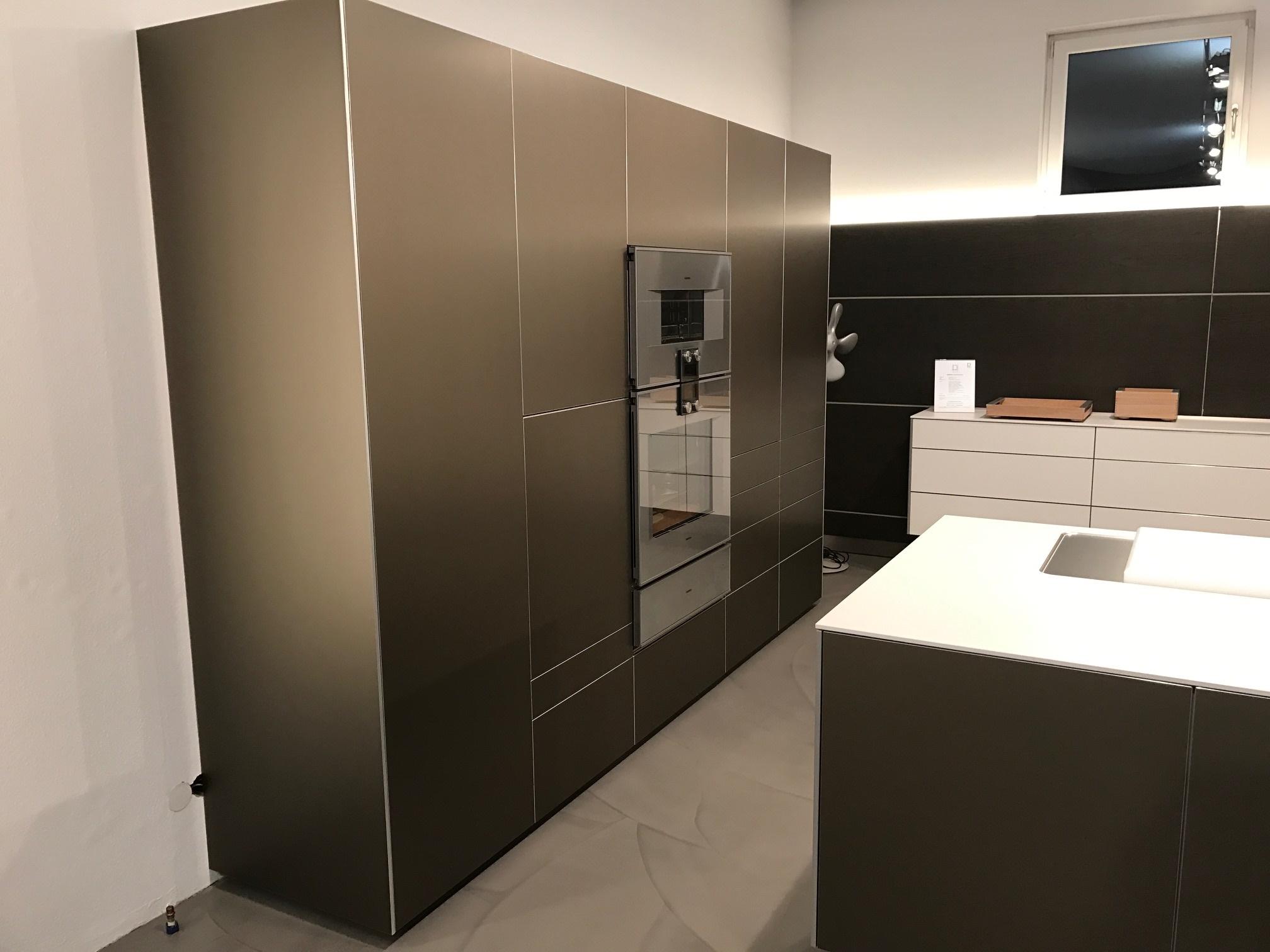 aluminium bulthaup ausstellungsk che mit bora gaggenau und miele k chenger ten im abverkauf. Black Bedroom Furniture Sets. Home Design Ideas