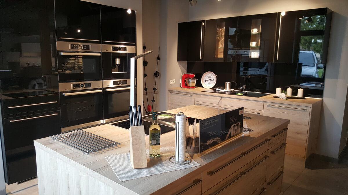 ausstellungsk che nobilia modell riva focus in eiche mit. Black Bedroom Furniture Sets. Home Design Ideas