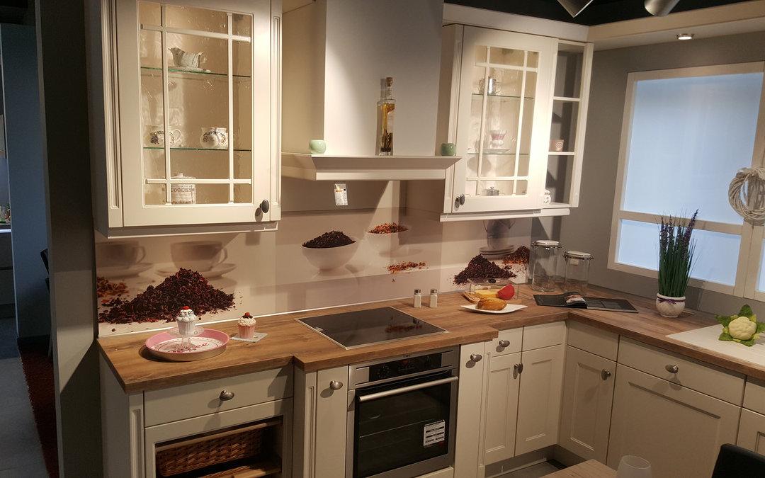 Landhausküche Von Nobilia Mit AEG Geräten Als Ausstellungsküche Zum Verkauf