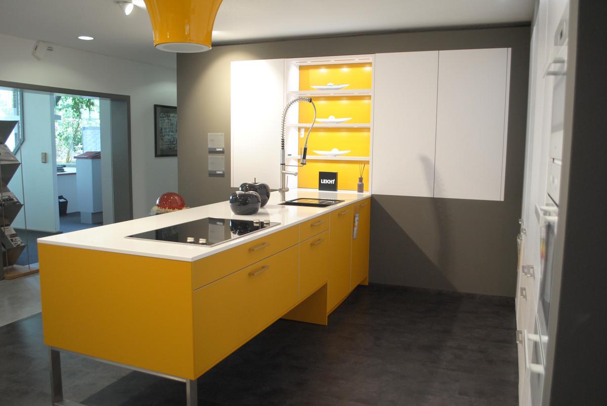 Farbige musterkuche von leicht mit miele und bosch for Küchen ludwigshafen