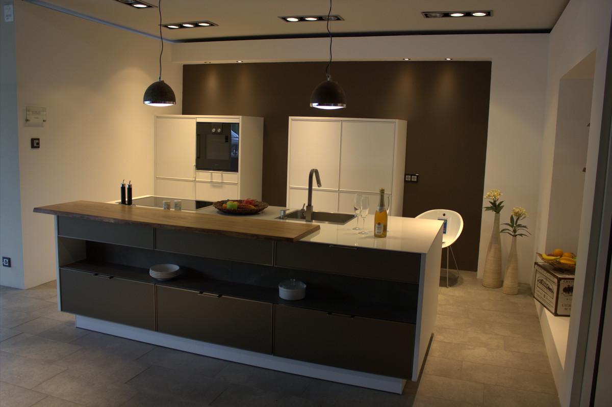 matt wei e siematic ausstellungsk che in grifflosem design. Black Bedroom Furniture Sets. Home Design Ideas