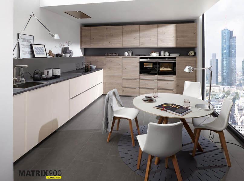 Nolte Küchen mit Fronten Material Artwood Asteiche Platin Feel Sahara Softmatt (Nk18694). Foto: Nolte