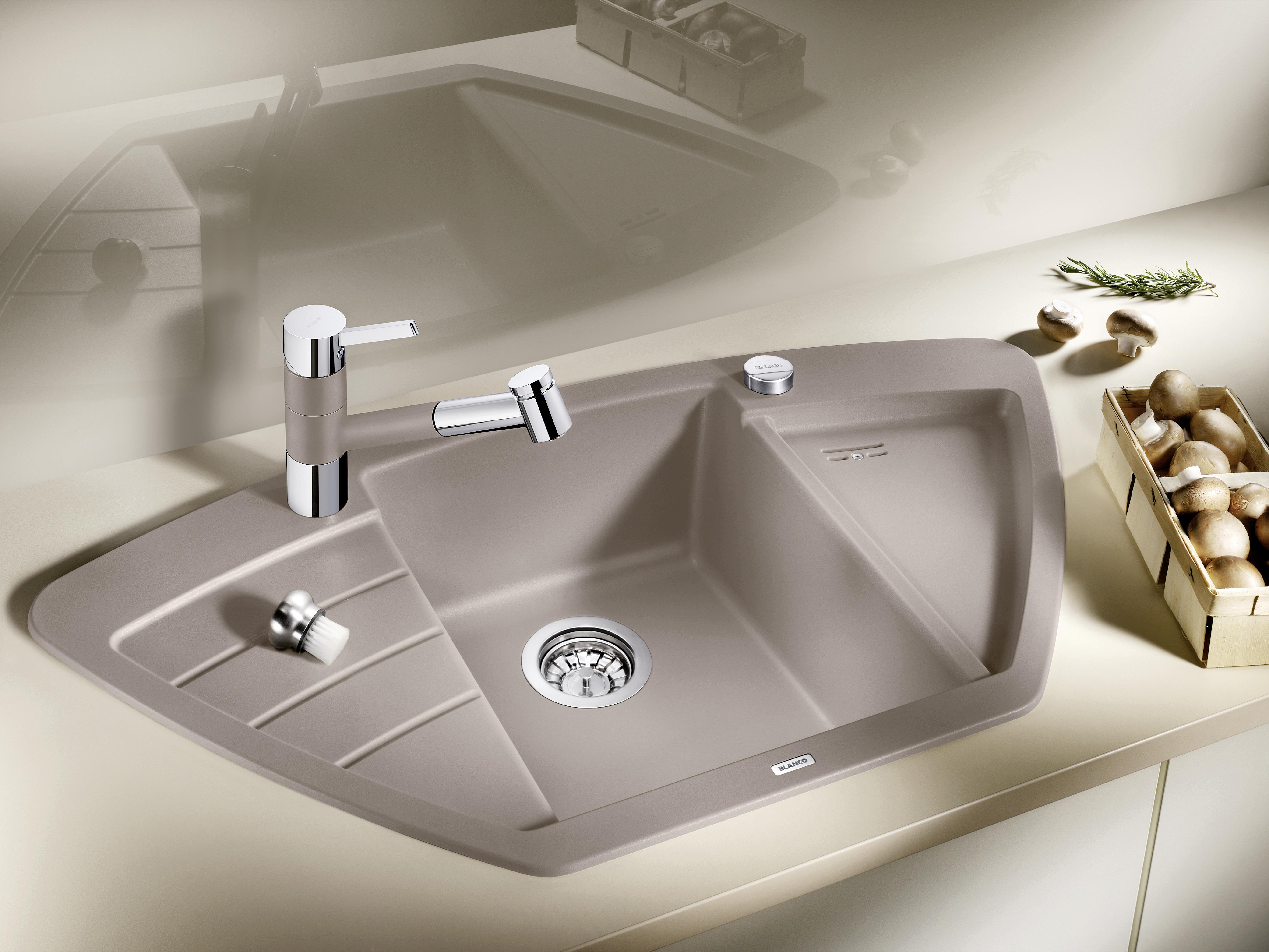 Küchen Ecke besser nutzen: Mehr Platz mit der Eck-Spüle von Blanco in neuer Optik