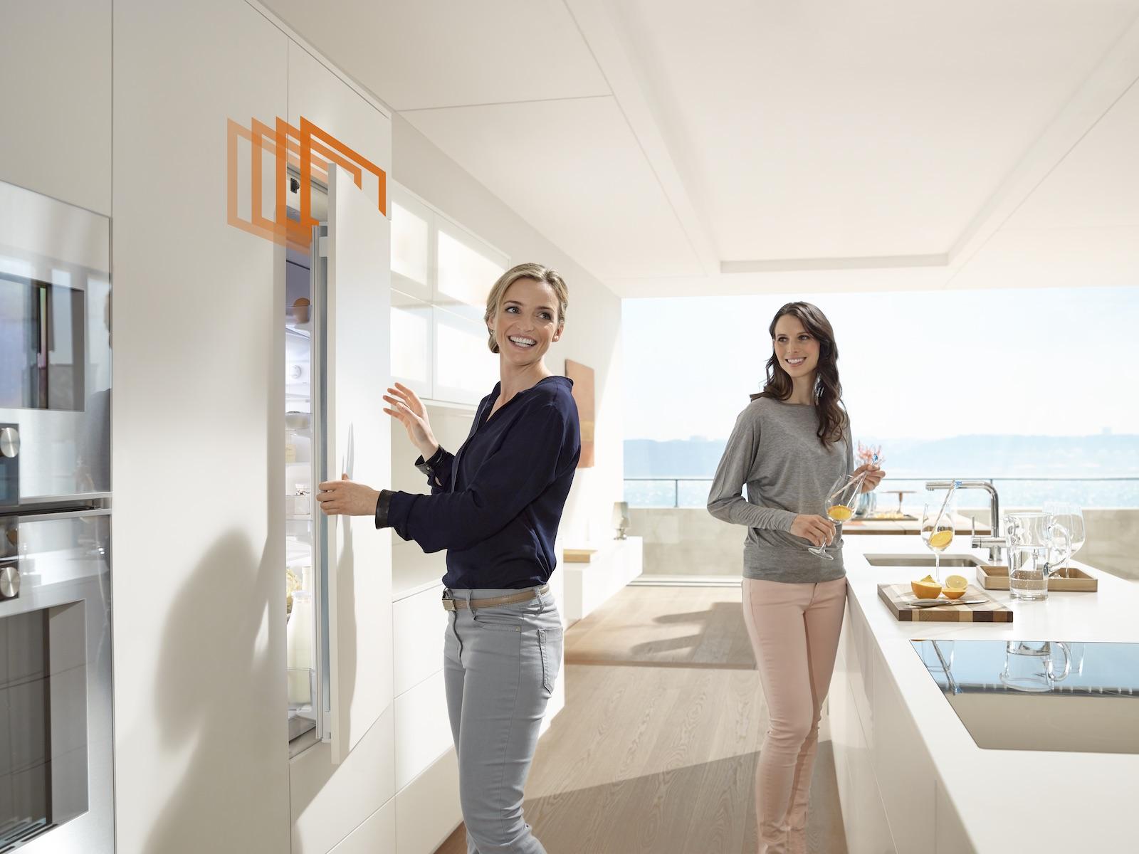 Grifflose Möbel in der Küche voll im Trend: Mit Blum gestaltest du stylische Möbel– mit Griffen und ohne