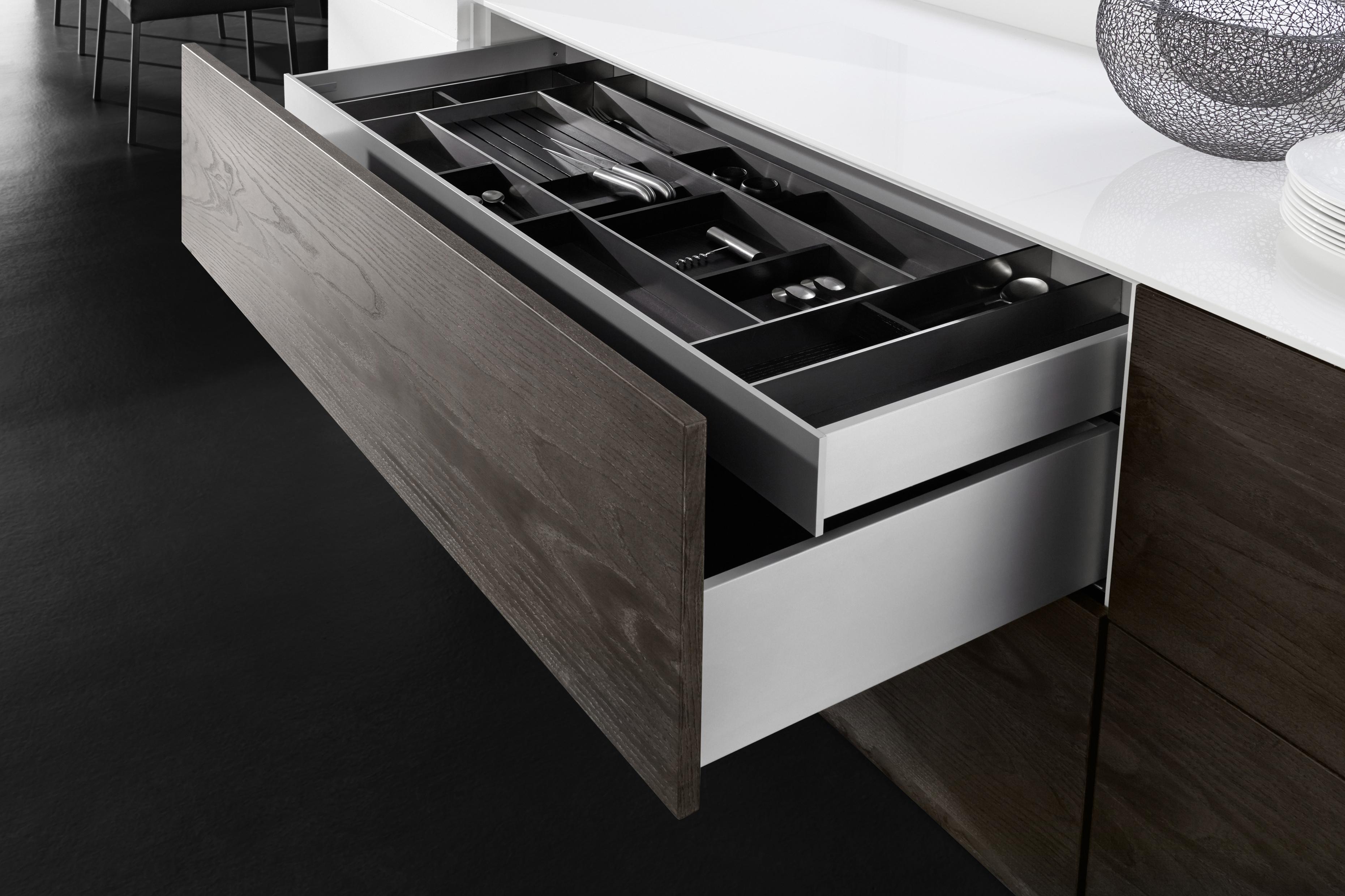 GRASS für grifflose Design-Küchen: Nahtlose Küchenfronten erfüllen höchste Funktionalitätsansprüche