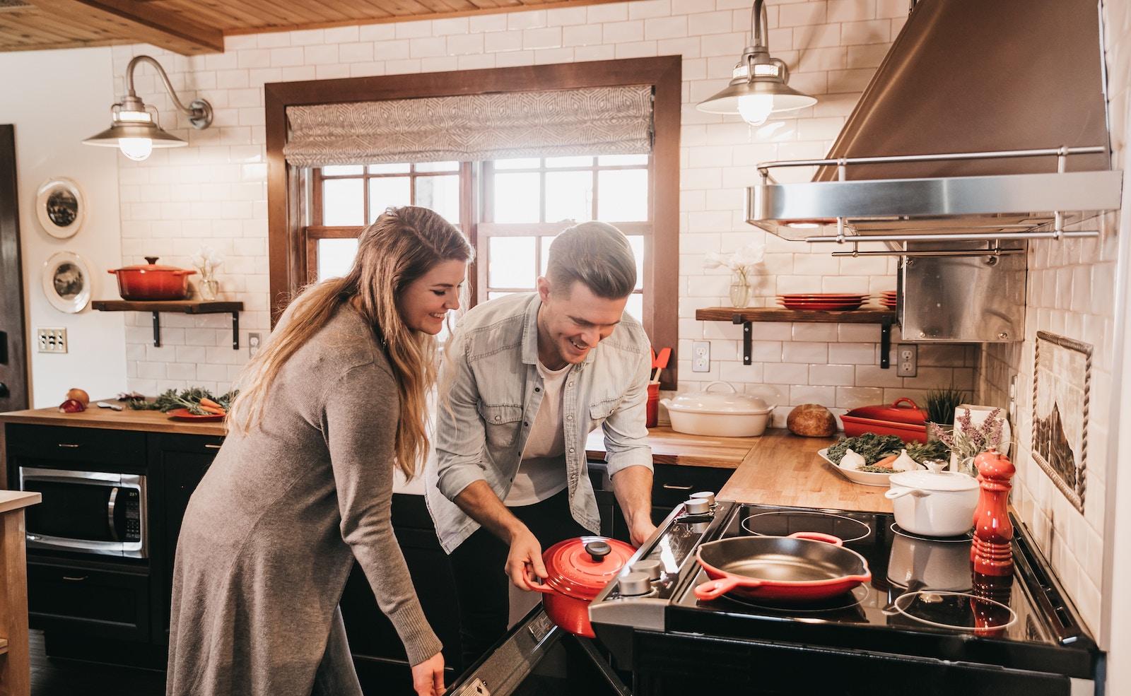Küche richtig einräumen und organisieren: Was gehört wohin